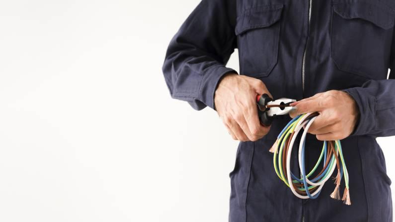 Necessita de serviços hidráulicos ou elétricos na sua empresa ou residência?